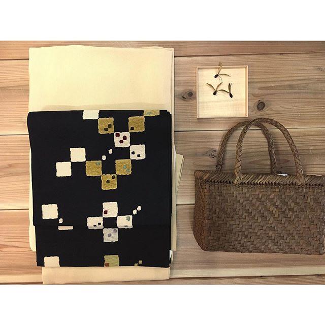 着物、帯も新たに入荷しています。・淡い黄色の江戸小紋万筋にふかふかとした織り方が可愛い袋帯。